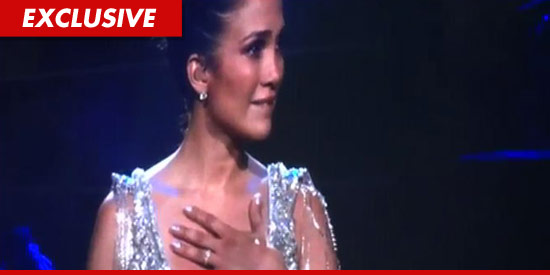 Jennifer Lopez crying