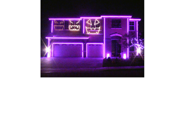 Viral Video: Homeowner's Dazzling Halloween Display