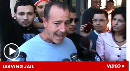 1026_michael_lohan_leaving_jail