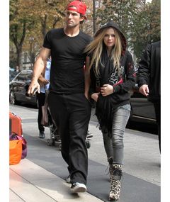 Brody Jenner &amp; Avril Lavigne Attacked Outside Hotel
