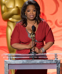 Oprah Receives an Oscar!