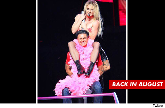 Pauly D gets a lap dance from Britney Spears