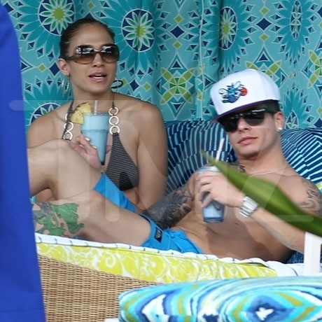 Jennifer Lopez and Casper Smart Cuddling on the Beach in Hawaii