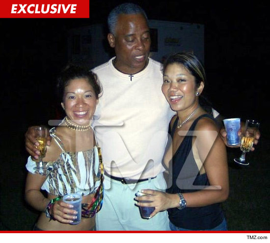 1129_conrad_murray_tmz_drinks