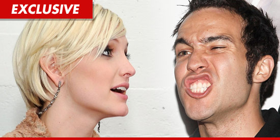 Pete Wentz and Ashlee Simpson divorced