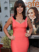 Jennifer Love Hewitt Flaunts New Hair, Curves