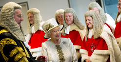 Queen Elizabeth Wigs Out in Court