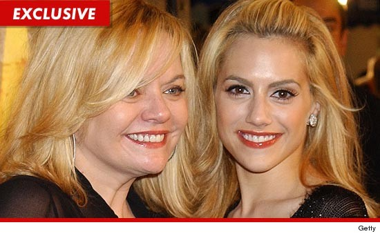 1216_sharon_brittany_murphy_getty_EX