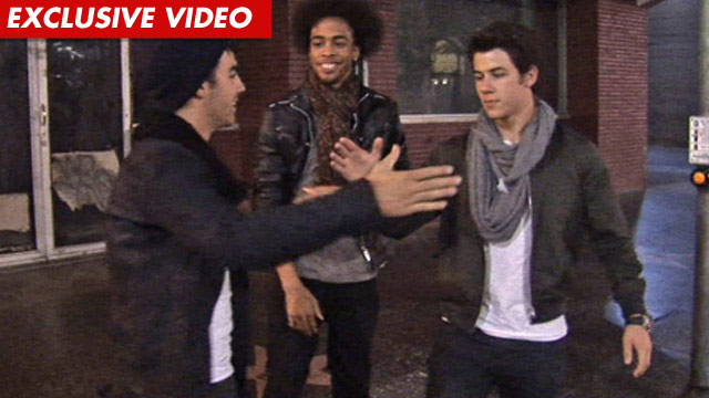 1219_joe_jonas_video