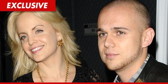 Mena Suvari divorces Simone Sestito