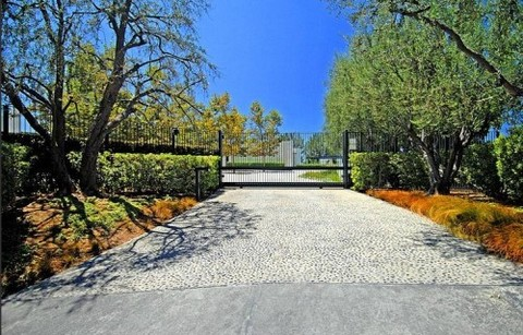 Jennifer Aniston New Mansion Gallery