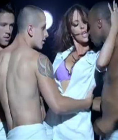 Jennifer Love Hewitt Strips &amp; Sings for Hooker TV Show
