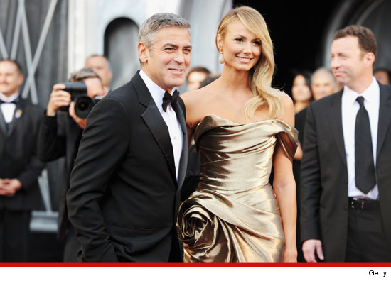 Oscars: George Clooney and girlfriend Stacy Keibler in her gold dress