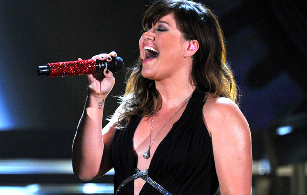 """Kelly Clarkson's """"Mr. Know It All"""" – The Country Version!"""
