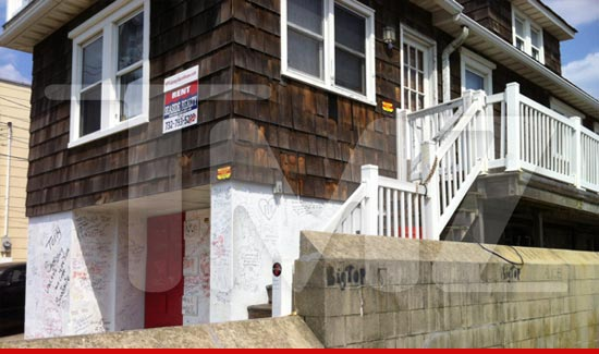 Jersey Shore House Vandalized - We Love You Snooki