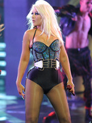 Christina Aguilera Flaunts Curves In Super Tight Outfit