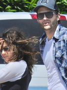 0424_ashton_kutcher_mila_kunis_ipad