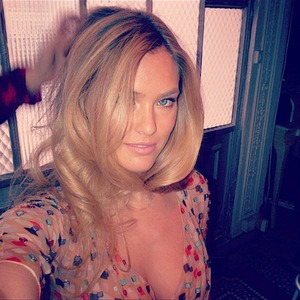 Bar Refaeli&#039;s Sexy Twit Pics!