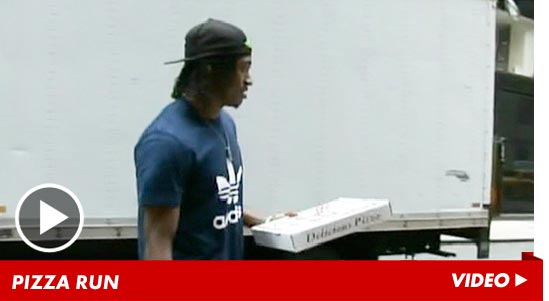 0427-rg3-pizza-run-robert-griffin
