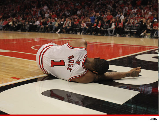 Derrick Rose tears his ACL