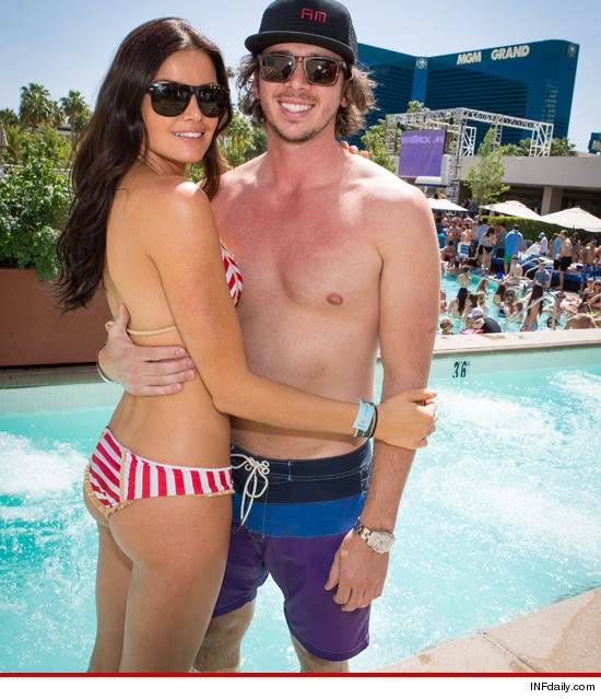 Bachelor Ben Flajnik & Courtney Robertson in Las Vegas