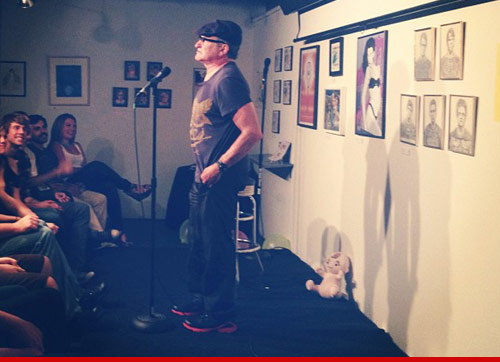 Robin Williams dropped by a small comedy club on Sunset Blvd