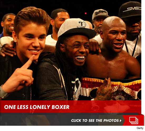 Justin Bieber joins Floyd Mayweather at his latest boxing match