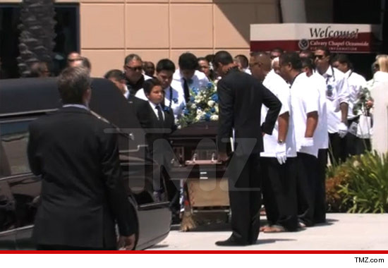 0511_junior_seau_casket_tmz