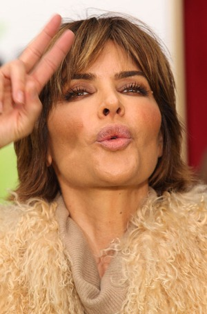 Stare at Lisa Rinna!