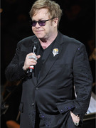Ailing Elton John Cancels Shows in Las Vegas