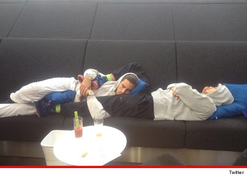 0525_scott_disick_rob_kardashian_sleeping