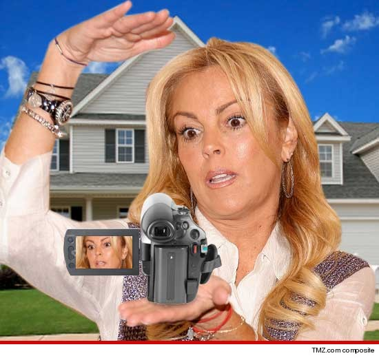 0528_dina_lohan_housewife
