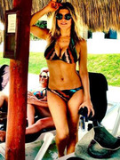 Fergie Flaunts Toned Body in Bikini
