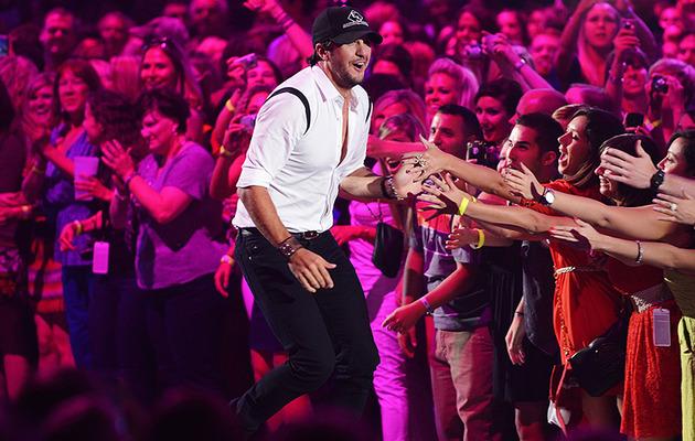Country Hottie Luke Bryan Rips Off Underwear After CMT Win!