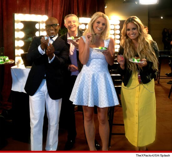 0609_x_factor_cake_leid_britney_spears_splash