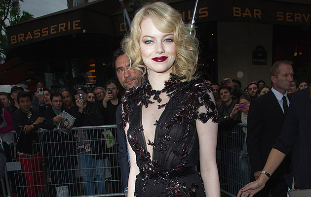 "Emma Stone Steps Out in Sexiest ""Spider-Man"" Outfit Yet!"