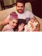 Kelly Osbourne Tweets Adorable Family Photo!