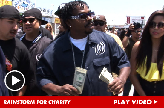 Daz Dillinger making it rain.