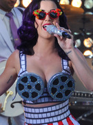 See Katy Perry's Sexy Movie Premiere Look!