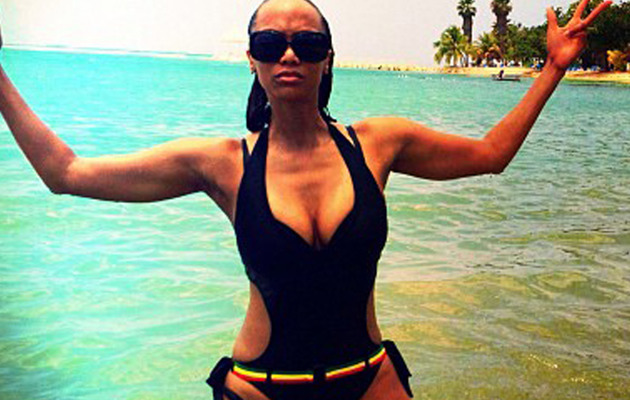 Tyra Banks Flaunts Killer Beach Bod on Twitter!