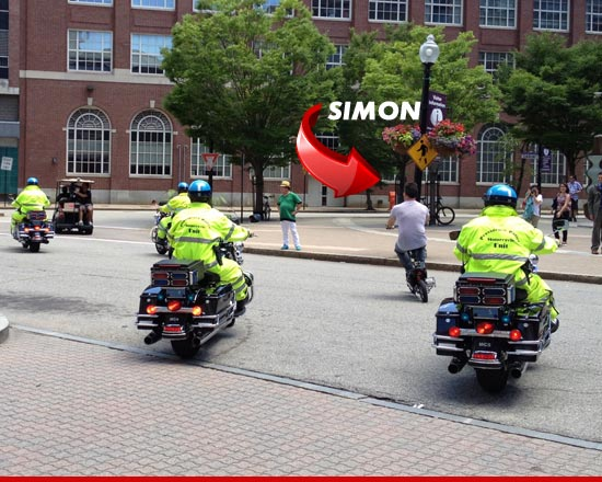 0628_simon_cowell_scooter_sub_ARROW
