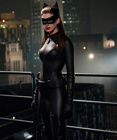 &quot;The Dark Knight Rises&quot; -- New Photos with Catwoman &amp; Bane!