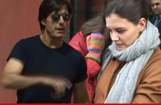 0709_tom_cruise_katie_holmes_Settlement_suri_article