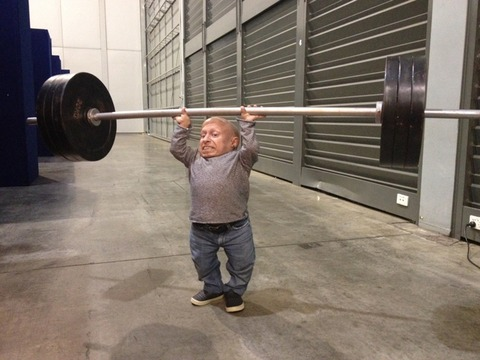 Verne Troyer practices for his 94kg weightlifting debut!