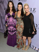 &quot;Real Housewives&quot; Reunite To Support Kyle Richards!