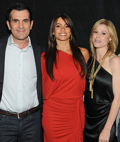 "Cast of ""Modern Family"" Sues Over Their Contracts"