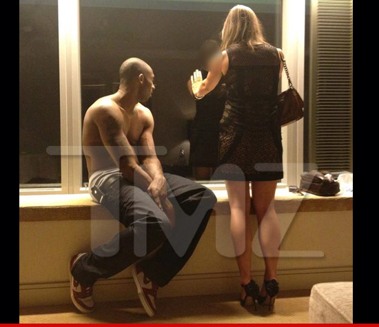0727_kobe_bryant_girls_2_tmz_wm