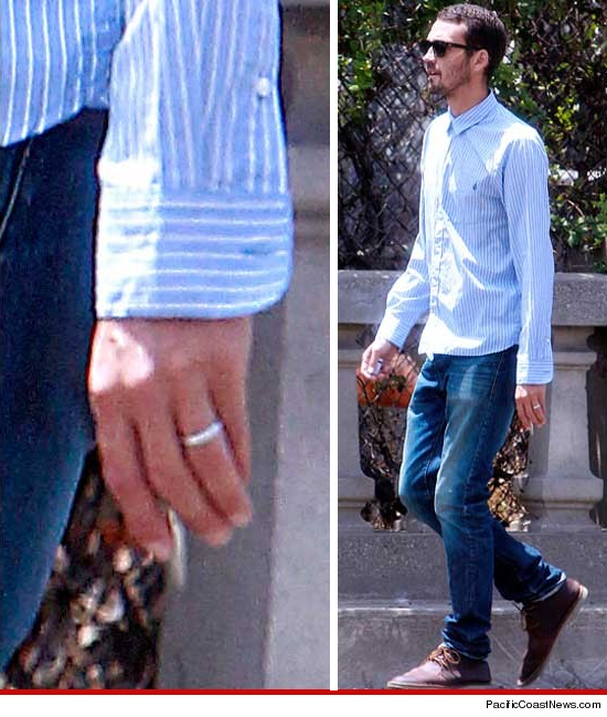 Rupert Sanders -- the philandering director -- wearing his wedding ring.
