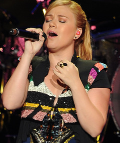 Kelly Clarkson Covers Katy Perry, Britney Spears & fun.