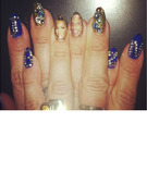 Beyonce Shows Love for Jay-Z  on Her Nails!
